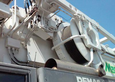 Demolizione struttura metallica con Demag AC 80